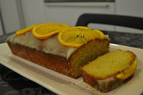 Orange loaf cake via thesoundofdreaming.com
