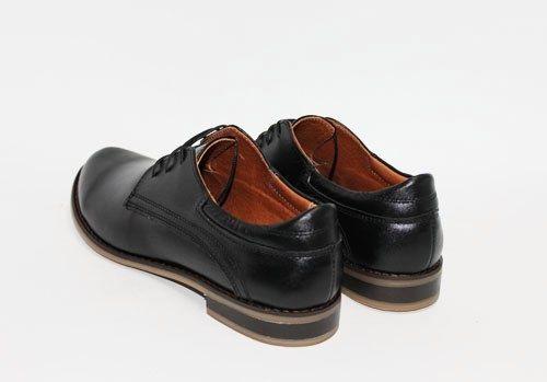 Черные кожаные туфли на шнуровке