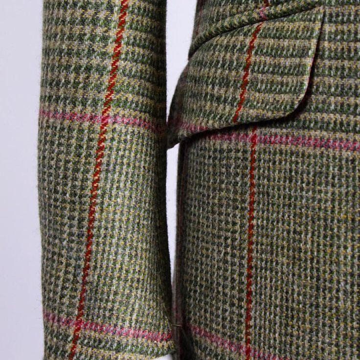 Details. Notice that the lines of the window pane match up from coat panel to sleeve.