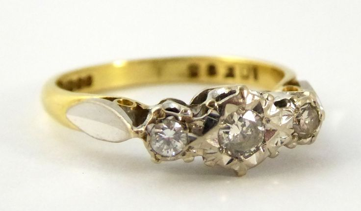 1968 Vintage Hallmarked 18ct Gold Ring with Triple Diamond Setting Size L 1/2 - The Collectors Bag