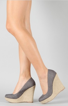 im in love with wedges. grey + wedge= ♥