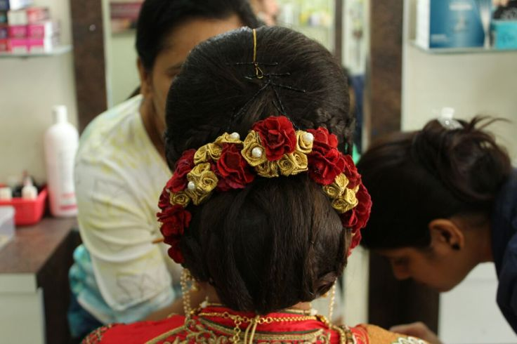 Hair with garland
