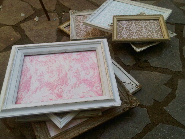 Turning old frames into chic serving trays. Decorating ...