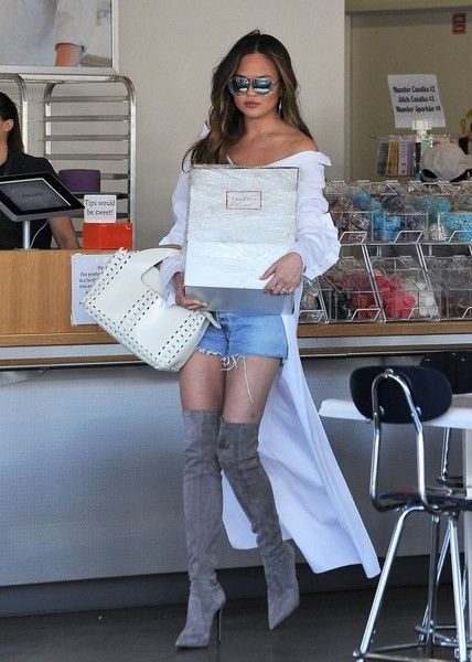 Chrissy Teigen Photos Photos - Model Chrissy Teigen is seen having a blast decorating a cake at Cakemix in Los Angeles, California on March 31, 2017. - Chrissy Teigen Decorates a Cake at Cakemix