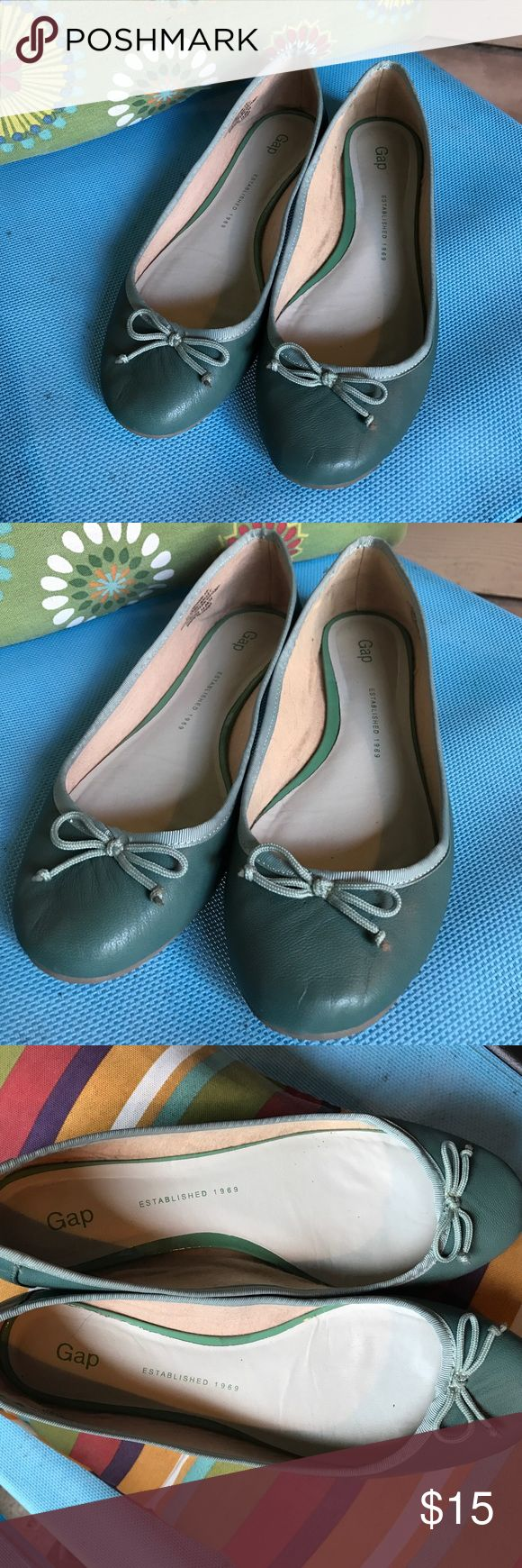 St Patrick's price 🍀 Gap green ballet pumps Reposhed as I did not like seeing my toe cleavage! However perfect size 9 fit. Hardly worn by previous seller which is why insides are in such good condition and only wear in bottoms from being on hard floors. These are green leather upper and manmade sole. GAP Shoes Flats & Loafers