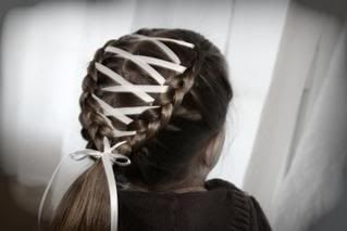 I love this!!!!  I may do this to the girls hair in the morning!! Too cute!!