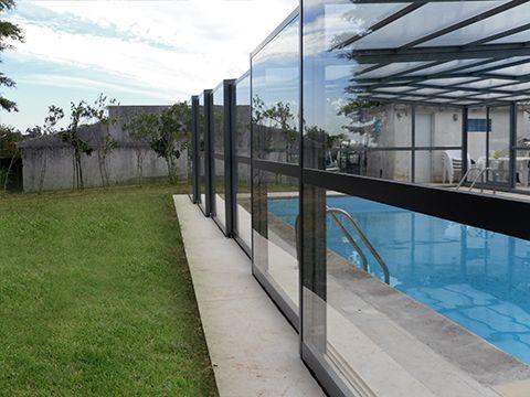 Transparent et élégant, l'abri haut d'Octavia sera embellir votre piscine !