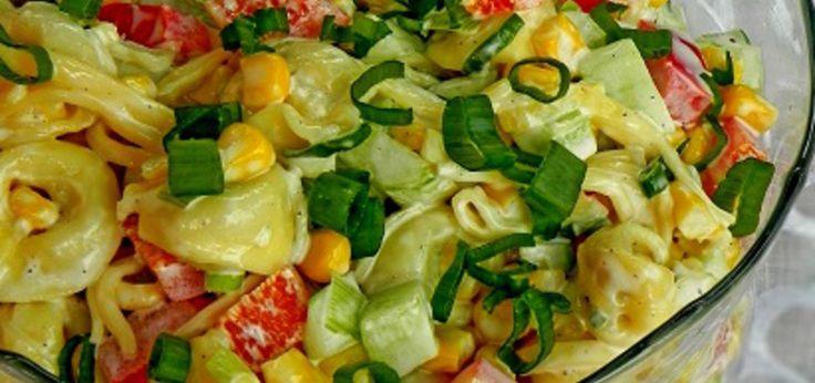 Sałatka z tortellini, ogórkiem i czerowną papryką - main