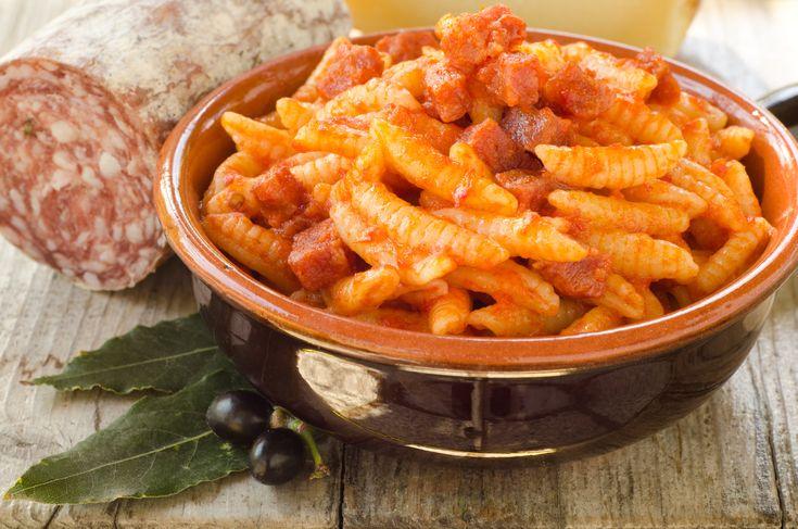 Semola di grano duro, acqua e #Zafferano di #Sardegna #DOP. La #ricetta della nonna di oggi ha il sapore di una delle isole più belle del mondo! #recipe