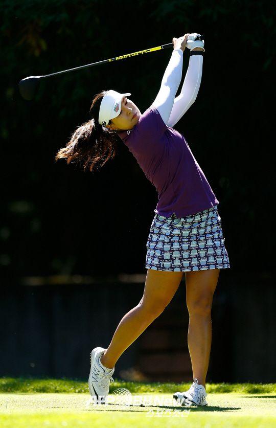 '덤보' 전인지(23)가 역전 드라마로 미국여자프로골프(LPGA) 투어 시즌 첫 승을 달성할 수 있을까.전인지는 3일(한국시각) 미국 포틀랜드의 컬럼비아 에지워터 컨트리클럽(파72..