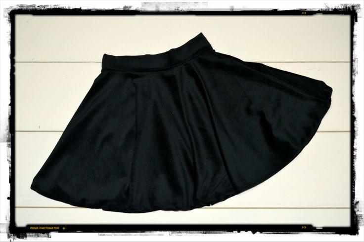 POLLERA PLATO CHIFON NEGRA Combinalas con unas bucaneras negras! #fashion #tendecia #moda2014  ******************************* https://www.facebook.com/pages/FAKIU-CLOTHES/130489757033235?fref=ts