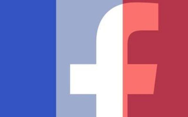 Facebook la foto del profilo con la bandiera francese #facebook #isis #profilo #je #suis