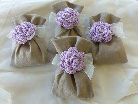 Sacchetti in misto lino con fiore all'uncinetto