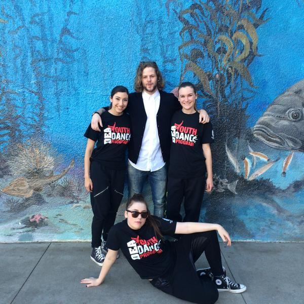Jay com fãs em evento beneficente em Los Angeles. (7 mar.) (via @CatherineFlutie) #CoberturaTWBR