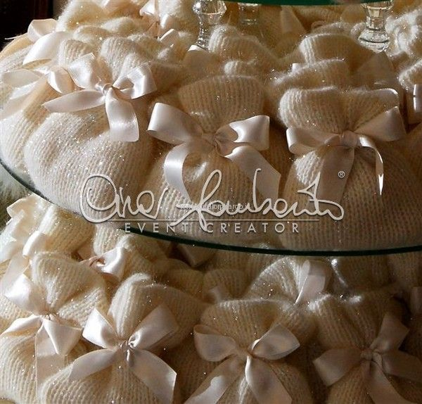 Matrimonio invernale: sacchettini portaconfetti eleganti, esclusivi, artigianali.