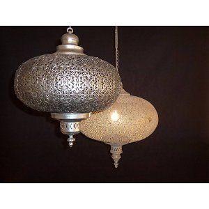 www.depauwwonen.nl Filigrain hanglamp in antiek zilver en oud goud verkrijgbaar in 2 afmetingen. Tags: #Turkse lamp, #Mozaiek lamp, #Turkse mozaiek lamp, #Arabische lamp, #Oosterse lamp, #Oriëntaalse lamp, #1001-nacht lamp, #Marokkaanse lamp, #Egyptische lamp, #Indiase lamp, #Filigrain lamp, #Gaatjes lamp, #Zenza lamp