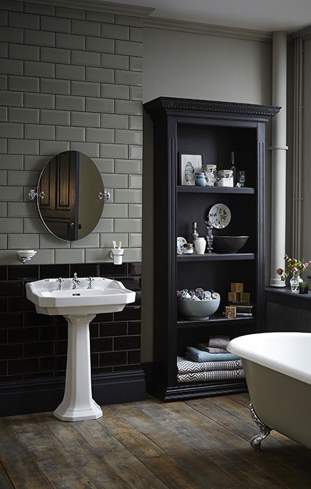 Heritage Bathrooms, Granley Suite Simple oval mirror is very stylish