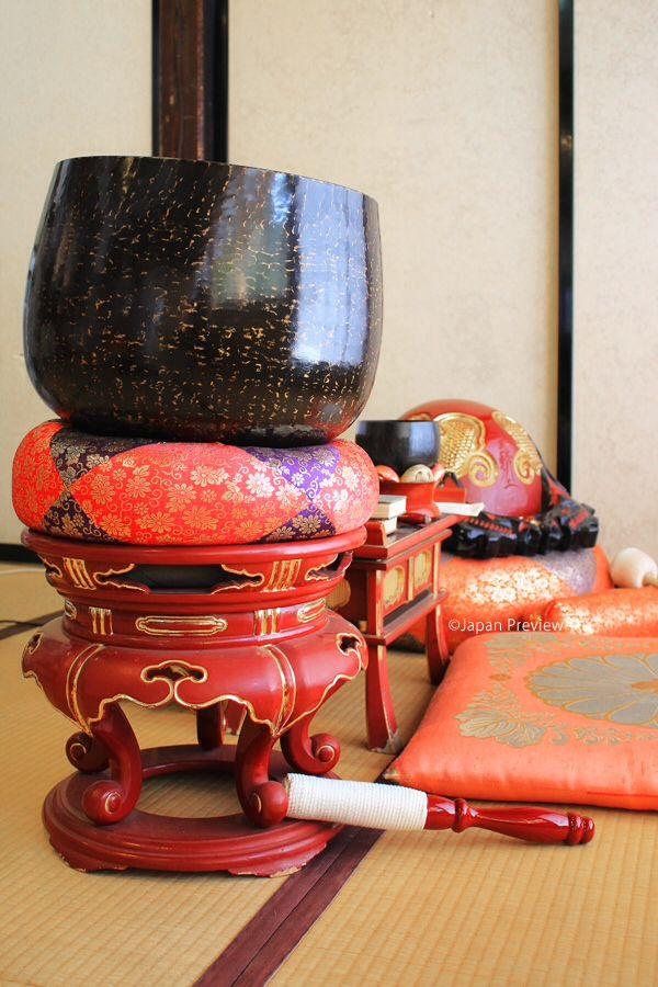 色鮮やかな仏具、円通院、松島(宮城) Colourful Buddhist Objects, Entsu-in, Matsushima (Miyagi)