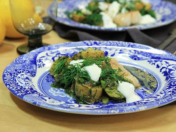 Ugnsbakad torsk med ljummen potatissallad | Recept.nu