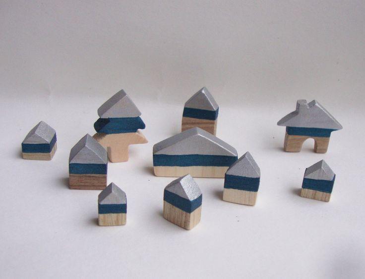 Miniature 10 casette in legno per un villaggio alpino. Piccole di legno da decorare o home decor di stile alpino di bois et rois di BoisetRois su Etsy