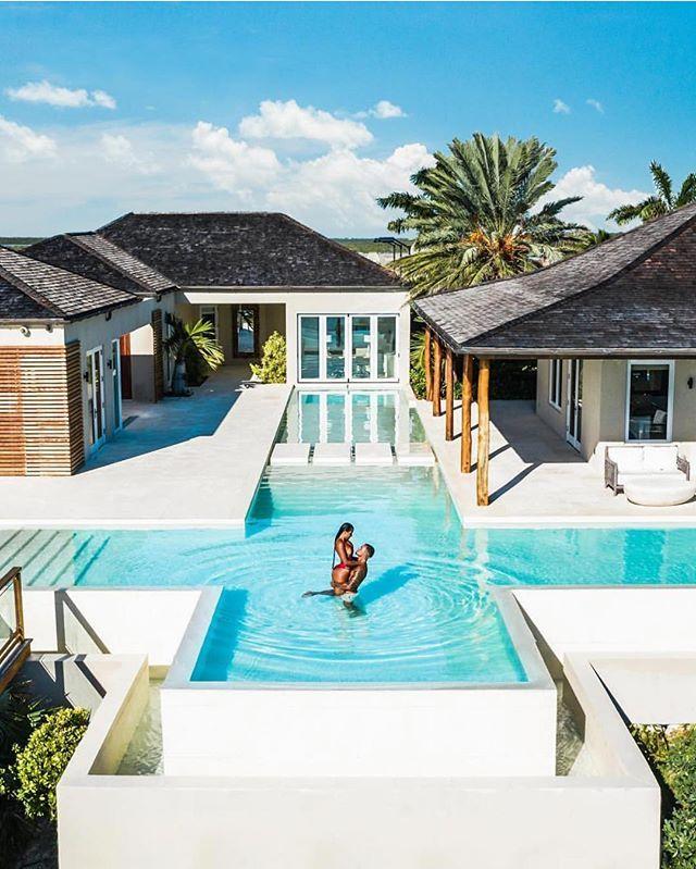 Turtle Tail Estate Soak Up The Sun In This Stunning Caribbean Villa Turksandcaicos Photo By Jeremya Design De Casa Design De Casa Moderno Casa Dos Sonhos
