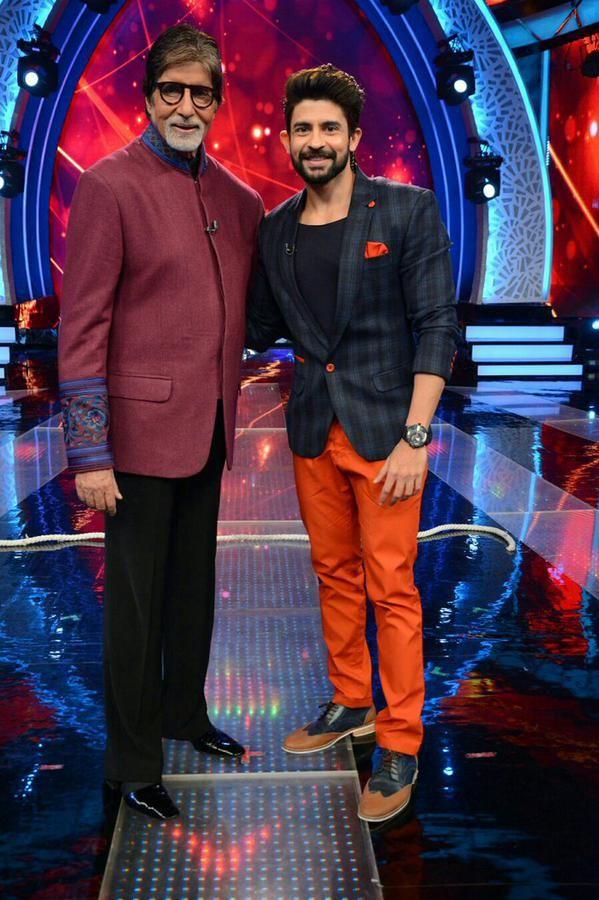 Handsome Host Hussain Kuwajerwala AT   4496106   Aaj Ki Raat Hai Zindagi Forum