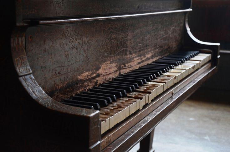 tumblr_mhpmjgrVUf1r0nhs9o1_1280.jpg (1280×848) | Old pianos, Piano ...