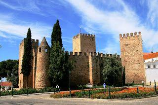 Lugares, Gentes e Curiosidades: Castelo de Alter do Chão