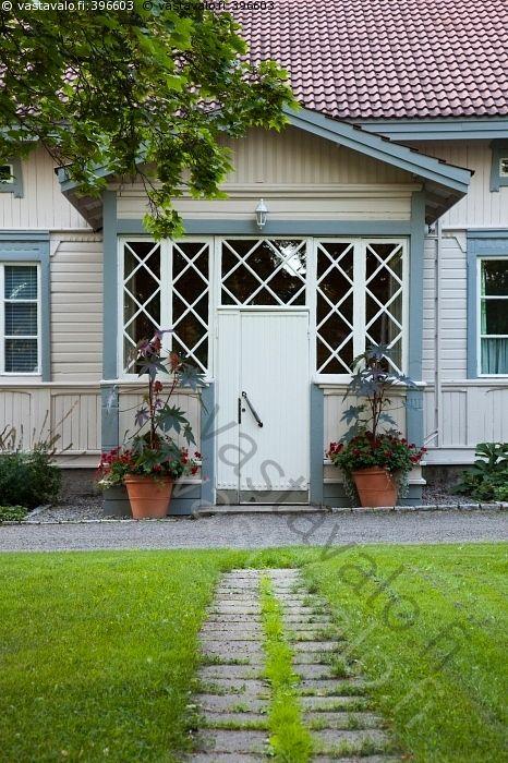 Polku ovelle - talo vanha ikkuna ikkunat ruutuikkuna ruutuikkunat ruutuikkunoita…