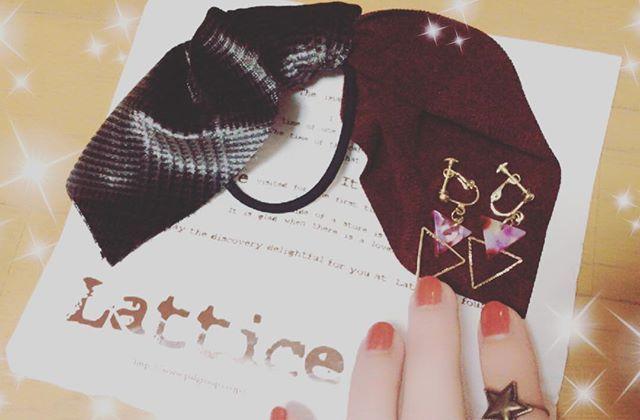 妹がヘアゴムイヤリング星のリング買ってきてくれた♡ ボロボロのヘアゴム使ってたから嬉しい笑 _  #妹から#lattice#アクセサリー#イヤリング#ヘアゴム#可愛い#嬉しい#ネイル#セルフネイル#次は何色にしよう#オシャレ#楽しい#❤️