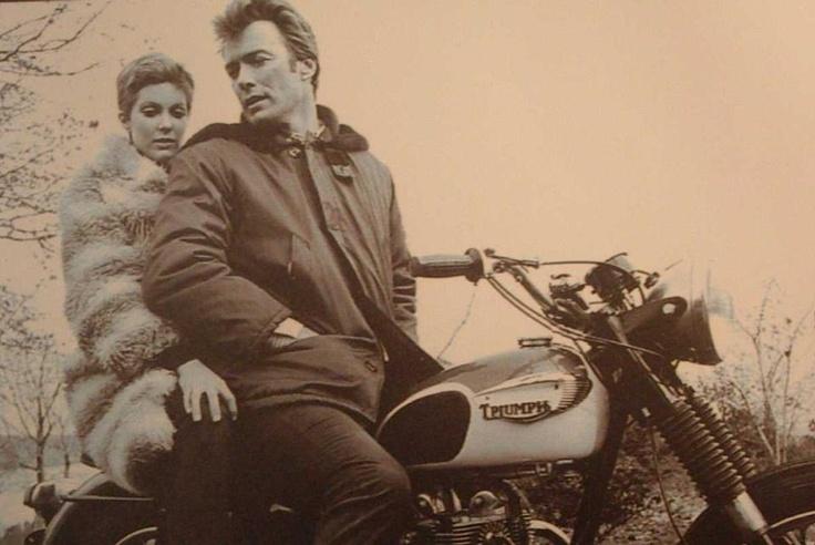 Clint Eastwood su una Bonneville