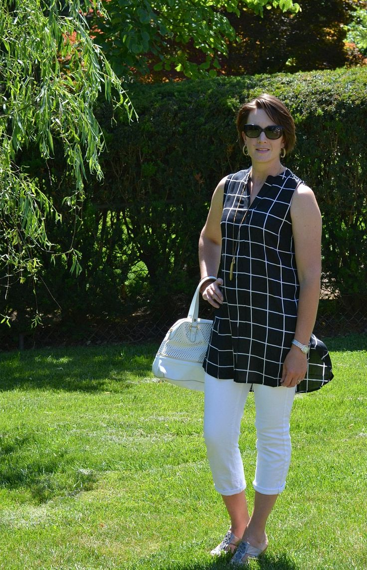 The perfect outfit for work this summer, a stylish tunic and white jean capris!