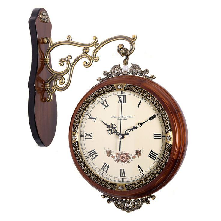 Saat 2 yüzlü olup roma ve latin rakamlıdır. Gövde kısmı 1. sınıf ahşaptan üretilmiştir. Diğer aksesurlar ise metaldir. Üzerinde taş süslemeler mevcuttur. Ürün boyutu: 47*34*10 cmYeni ev hediyeleri için en ideal seçim olabilir. 2 renk seçeneği bulunmaktadır.