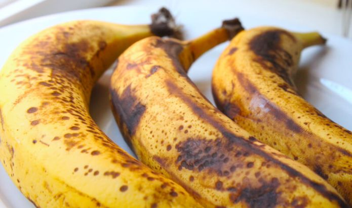 Everyone loves to eat bananas, but are they eating them at the right time? Eating bananas with black spots instead of when they are yellow-green and unripe could mean a world of difference in terms of how they benefit the body. The fact is, is that the riper the banana, the better anti-cancer qualities they …