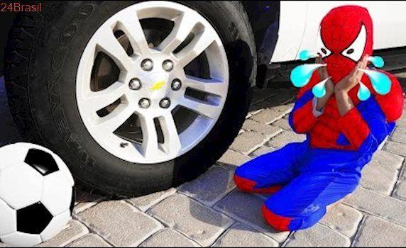 RECKLESS JOKER Crushes SpiderBaby Balloon Under Car! w/ Spiderman Hulk & Power Wheels in Real Life