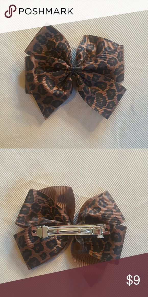 Cheetah hair bow with clasp. Cheetah hair bow with clasp. Accessories Hair Accessories