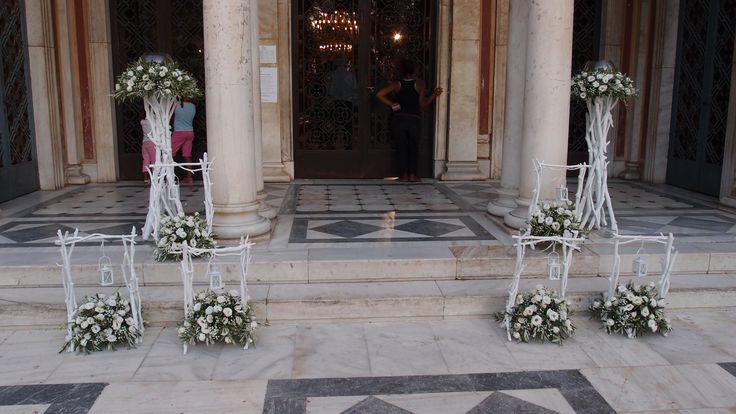 βάσεις με φαναράκι από θαλασσοξυλα με τριαντάφυλλα και φύλλωμα ελιάς...Δεξίωση | Στολισμός Γάμου | Στολισμός Εκκλησίας | Διακόσμηση Βάπτισης | Στολισμός Βάπτισης | Γάμος σε Νησί & Παραλία.