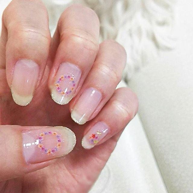 new nails🌼  ずっと前に買ってたフラワーの#ネイルシール を使って💞  パステルピンクの#ネイルポリッシュと爪の先にだけゴールドラメ✨  #不器用人間のセルフネイル  #nail #nails #nailstagram #instanails #insta_nails #selfnail #nailpolish #pastel #pink #pastelpink #nailholic #cherryblossom  #spring #l4l #tflers #네일 #ネイル #セルフネイル #ネイルポリッシュ #パステルネイル #パステルピンク #春色ネイル #フラワーネイル #ラプンツェルネイル #今日のコーデ #ネイルホリック