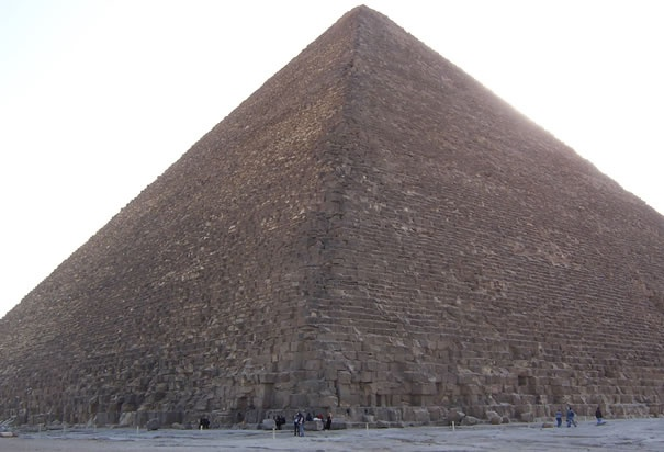 an introduction to the building of the great pyramid at giza Introduction egypt has more than one hundred  the great pyramid of cheops was built on the giza  the great pyramid was the tallest building in the.