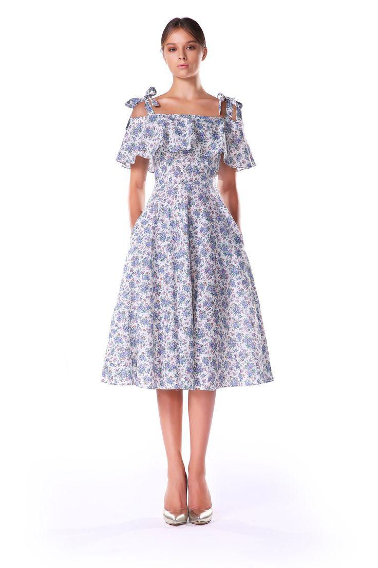 Простое летнее платье на резинке