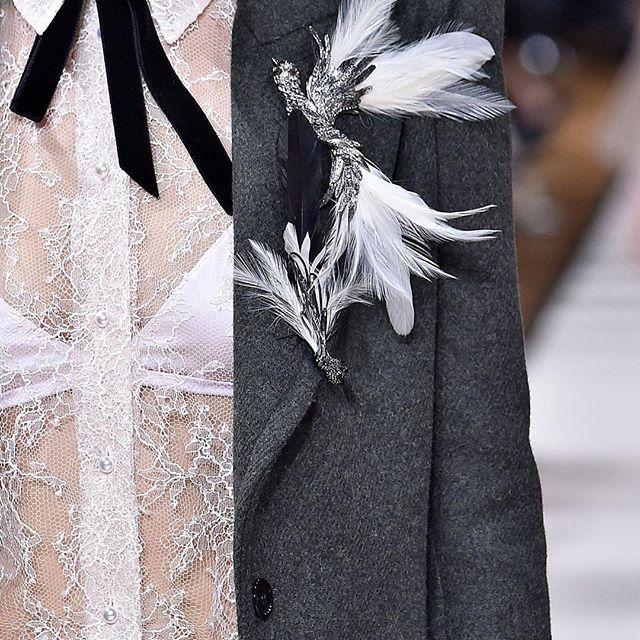 Перья - тренд осени 2017! Давай начнем носить их! #Chanel #Шанель #мода #Прада #фешн #PradaMiumiu #тренд #осень #перья