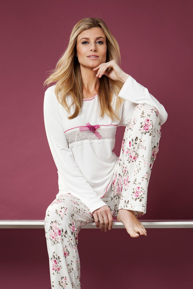 You can feel romantic & feminine  in this soft modal mix floral pyjama set.
