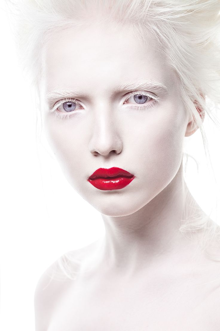 albino-girl-fist-full-of-sex