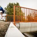 ¿Te pasearías por un puente impreso en 3D? Estos ciclistas no tienen dudas  La ciudad holandesa de Gemert se ha convertido en la primera localización en la que se levanta un puente impreso en 3D destinado a ciclistas. Los responsables de su proyecto pertenecen a la Universidad de Eindhoven y tardaron tres meses en crear...
