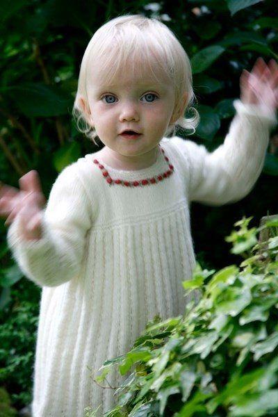 bej bebek elbisesi