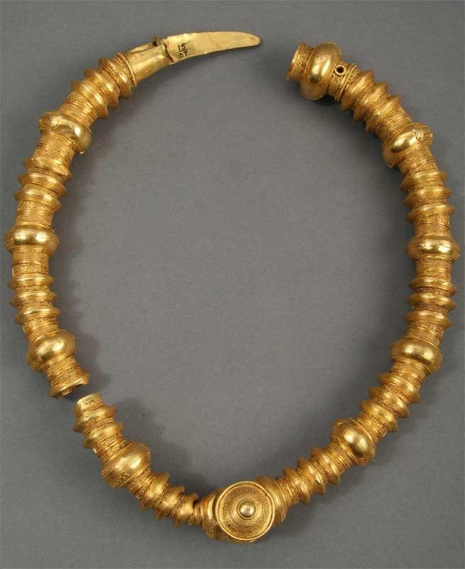 Ring fra slutningen af 5. århundrede, fundet ved Borremosen, Hannenov ved Tingsted på Falster. (Nationalmuseet)