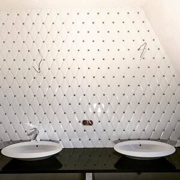 W końcu zaczyna wyglądać jak #łazienka#umywalka#płytka#dunin#carat#white#bathroom #shallow #sink#washbasin #love