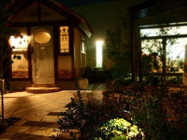 光の配置を工夫して、広く、魅せる庭づくり。 #lightingmeister #gardenlighting #outdoorlighting #exterior #garden #light #pinterest #wide #large #gardening #balance #nostalgic #広い #庭 #ガーデニング #庭づくり #バランス #ノスタルジック #光 #照明