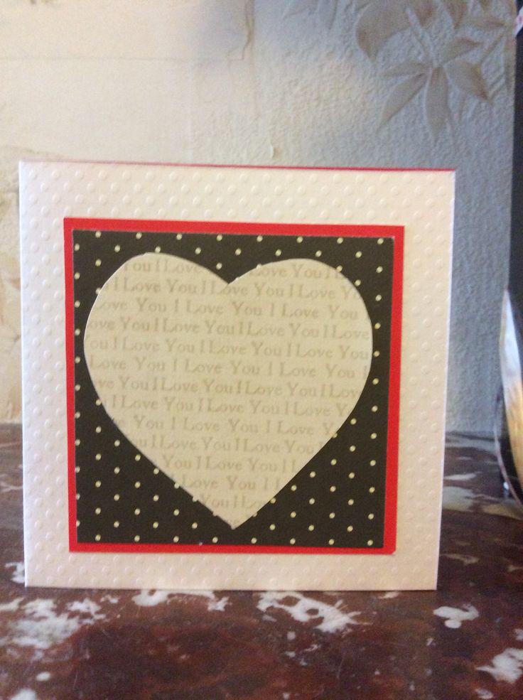 Carte de saint Valentin  papier embossé blanc puis carré rouge, feuille noir à pois et enfin coeur découpé dans un papier i love You