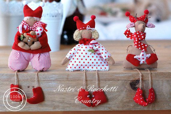 This is a Pdf pattern for make three little Elves this is not a finished item!  You could create this three sweets Elves for decorate your home